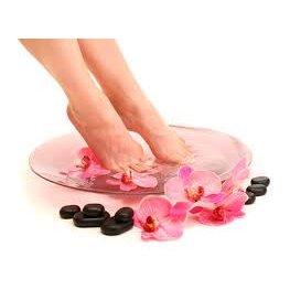 Soin beauté des pieds (vernis inclus)